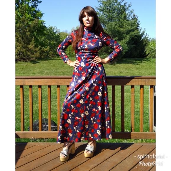 61d7a992329 Poppy print floral 70s maxi dress. M 5af502a346aa7c3998fafcca